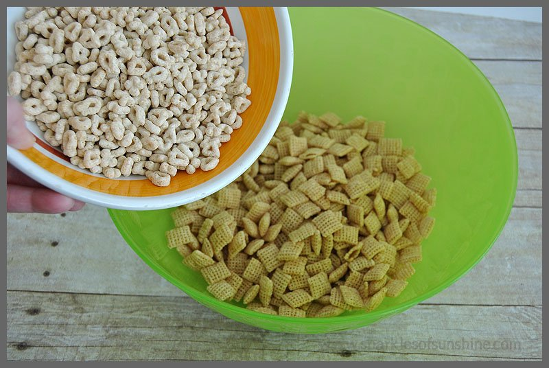 Lucky Charms Snack Mix from Sparkles of Sunshine