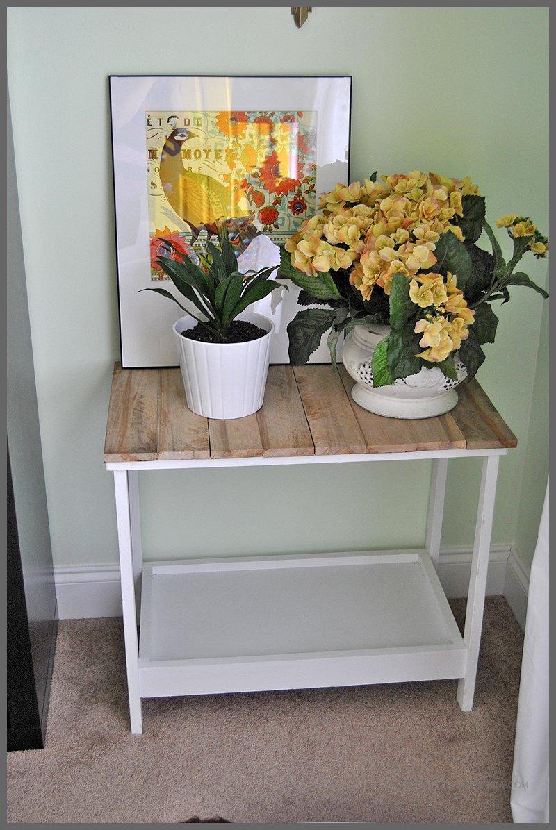 pallet wood side table sparkles of sunshine. Black Bedroom Furniture Sets. Home Design Ideas