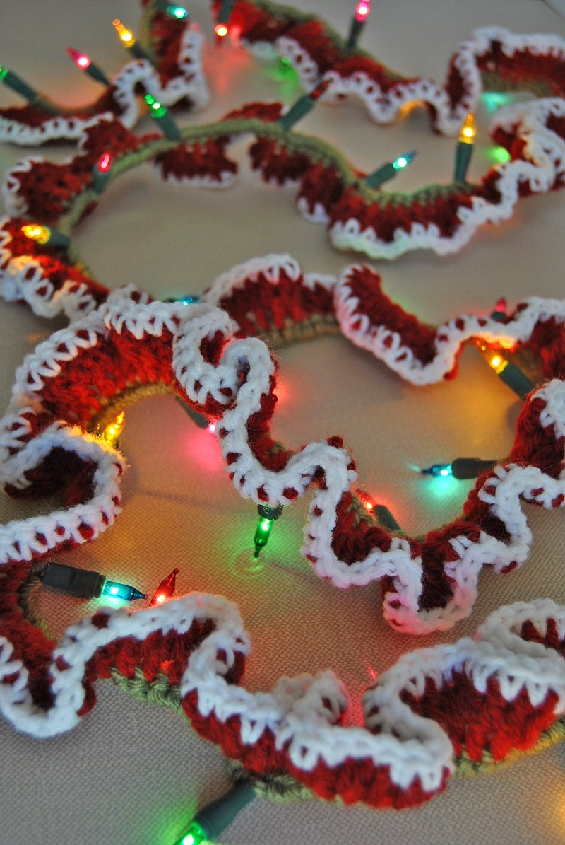 make an easy crochet lighted garland to decorate your home for the holidays free pattern - Christmas Light Garland