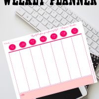 Commit to staying organized this year with a free printable weekly planner from Sparkles of Sunshine.