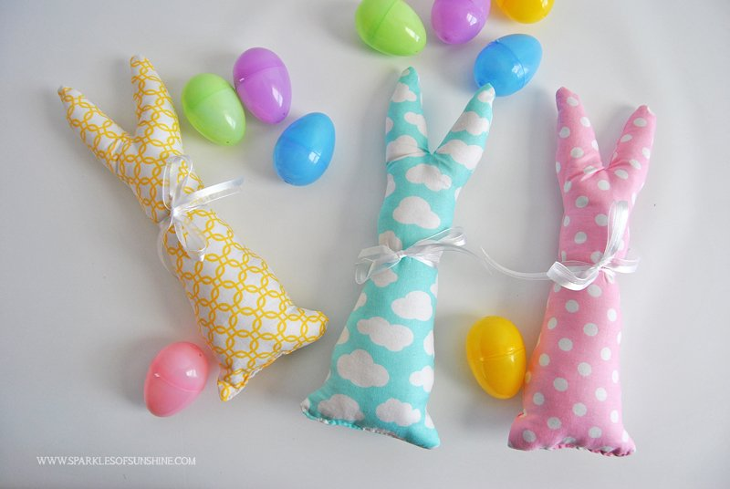 Make a colorful handmade easy sew Easter bunny with this easy tutorial. Get instructions and the free bunny template at Sparkles of Sunshine.
